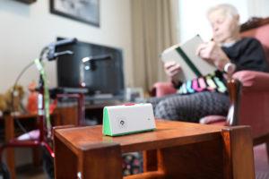 Call-e älyturvapuhelin lisää kotona asuvan ikäihmisen ja hänen omaistensa turvallisuuden tunnetta