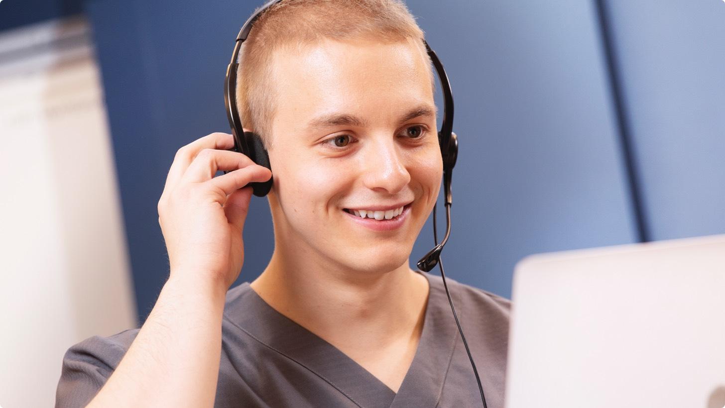 Smooth- kotihoidon tilannekeskus on terveydenhuollon tarpeisiin kehitetty helppokäyttöinen ohjelmisto turvahälytysten vastaanottamiseen ja kotihoidon työn ohjaukseen. Ohjelmisto näyttää soittajan tiedot sekä osoitteen tarkasti kartalla ja ohjaa hälytyksen suoraan lähimmälle vapaalle turva-auttajalle.